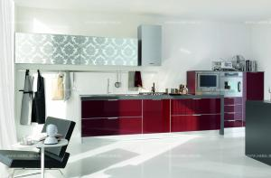 stosa-cucine-2-walls-kitchen-brillant-011-bordeaux-glass-and-white-glass-with-flower-decor-italy_02.jpg